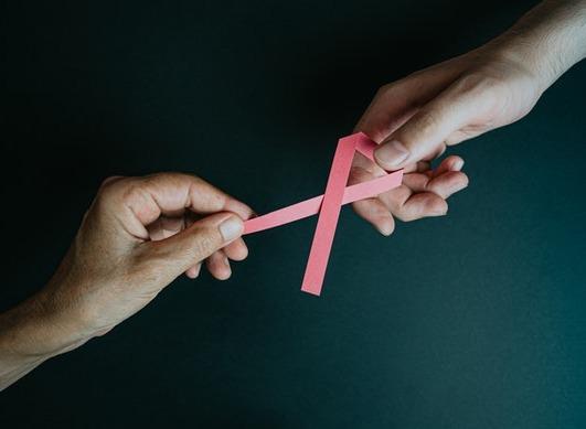 """Cancer du sein """"triple négatif"""" : un nouveau traitement va être autorisé dès le 1er novembre en France"""