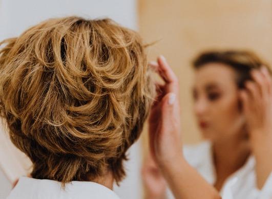Quels traitements peuvent causer la chute des cheveux ?