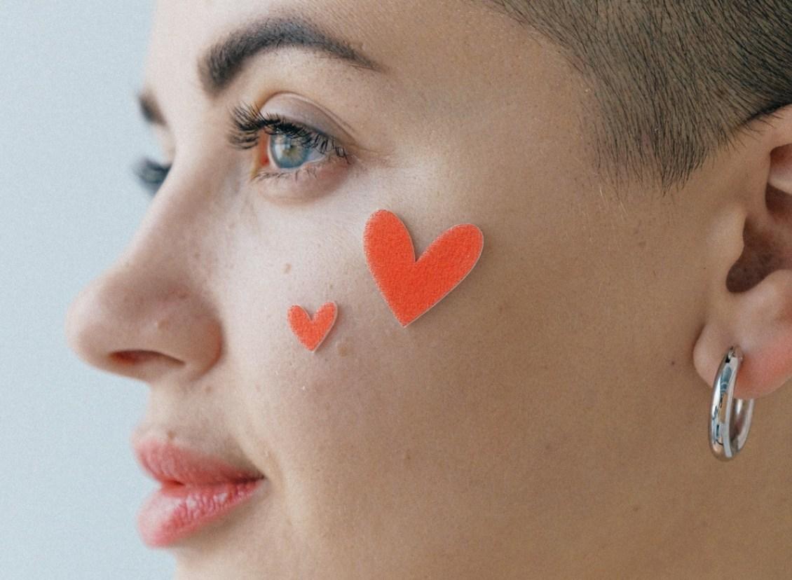 Maladies auto-immunes : alimentation et astuces du quotidien pour une peau moins fatiguée